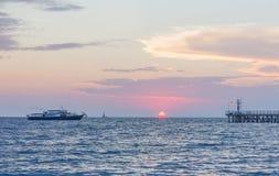 在海的日落。 库存照片