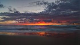 在海的日落在风暴以后 库存图片