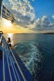 在海的日落轮渡的在希腊 库存照片