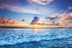 在海的日落巴厘岛的 免版税库存图片