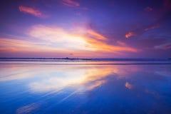 在海的日落巴厘岛的 免版税库存照片