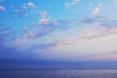在海的晚上天空 库存图片