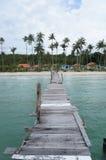 在海的木桥梁 免版税图库摄影