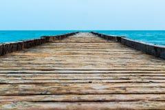 在海的木码头 图库摄影