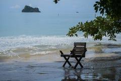 在海的椅子 免版税库存图片