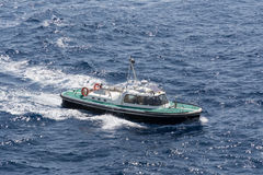 在海的汽船航行 库存照片