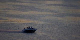 在海的汽艇 库存图片