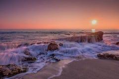 在海的海日出 免版税库存照片