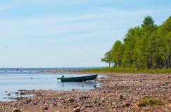 在海的海滨的快速汽艇 库存照片