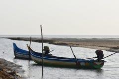 在海的渔船钓鱼死水区域背景和背景的地方 图库摄影