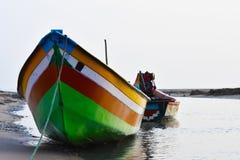 在海的渔船钓鱼死水的地方 库存照片