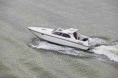 在海的游艇 Finland湖 消遣活动 免版税库存图片