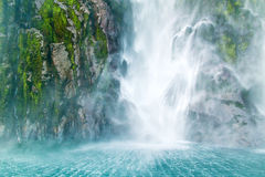在海的瀑布秋天 免版税库存图片