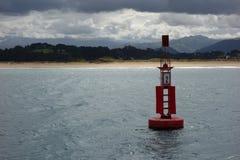 在海的烽火台在岸附近 免版税库存图片
