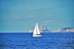 在海的白色风船 图库摄影