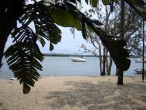 在海的看法通过在Domenican共和国的一个自然窗口 免版税库存照片