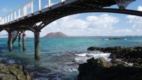 在海的码头有云彩的在背景中 影视素材