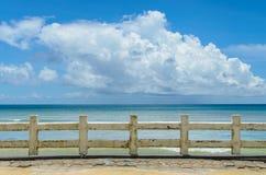 在海的篱芭 库存图片