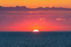 在海的红色日落 图库摄影