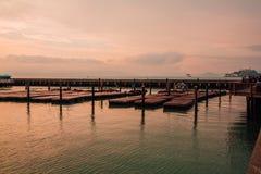 在海的美好的日落视图 免版税库存照片