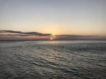 在海的美好的日落 免版税库存照片