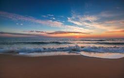 在海的美好的cloudscape,日出射击 库存图片