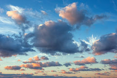 在海的美好的cloudscape,日落射击 免版税库存照片