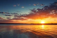 在海的美好的cloudscape,日落射击 库存照片