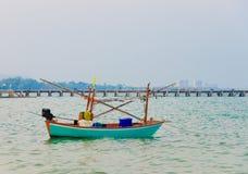 在海的蓝色渔船 图库摄影