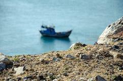 在海的被弄脏的越南渔船 免版税库存图片