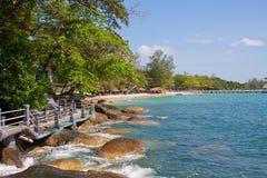 在海的道路步行 免版税库存图片