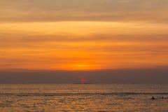在海的风景日落 免版税库存照片