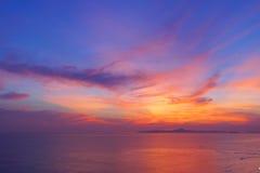 在海的风景,剧烈的日落 免版税图库摄影
