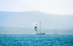 在海的风船游艇 库存照片