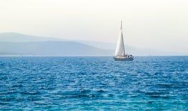 在海的风船游艇 库存图片