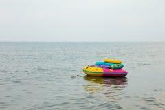 在海的香蕉船 库存图片