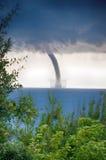 在海的龙卷风 免版税库存图片