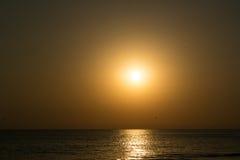 在海的幻影似金黄日落 库存图片
