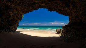 在海的洞 库存照片
