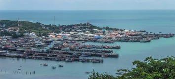 在海的Bangsarey村庄 库存图片
