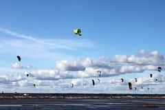 在海的Kitesurfing 图库摄影