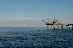 在海的Trabocco日落的 免版税库存图片