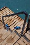 在海码头台阶的步ins 免版税库存照片