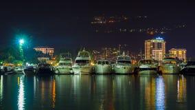 在海码头的游艇在晚上 免版税库存图片