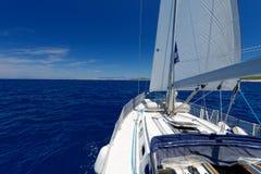 在海种族的豪华游艇 免版税图库摄影