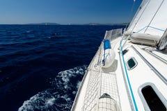 在海种族的豪华游艇 免版税库存图片
