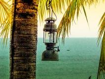 在海背景的灯 库存照片