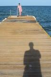 在海船坞的夫妇 库存图片