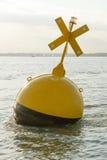 在海英国海岸的浮体 库存图片