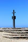 在海角交叉海湾,概要海岸纳米比亚的石交叉 免版税库存照片